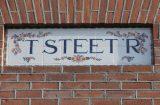 'T steet'r' gezien op een gebouw in Vorden